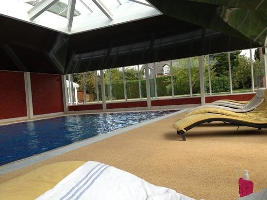 Parsonage Hotel & Spa: The swimming pool in the Cloisters Spa.