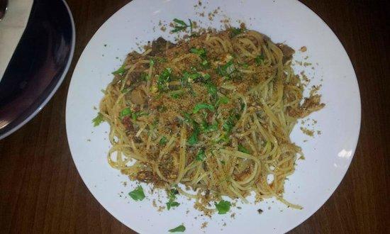 I Cannoli Trattoria Siciliana : linguine con le sarde in agrodolce