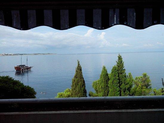 Hotel Histrion: Vista mare con tenda abbassata (alla massimo troisi)