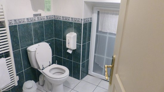 Domaine de Moresville : Plenty of Hot Water for the Shower