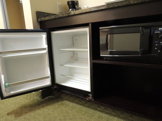 Best Western Plus Victor Inn & Suites: Microwave and Mini Fridge