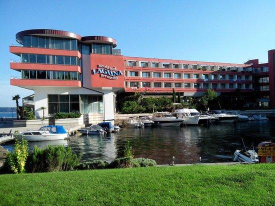 Hotel Histrion: Porticciolo e stanze vista porticciolo