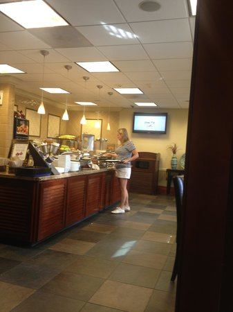 West Inn & Suites Carlsbad: Free Breakfast