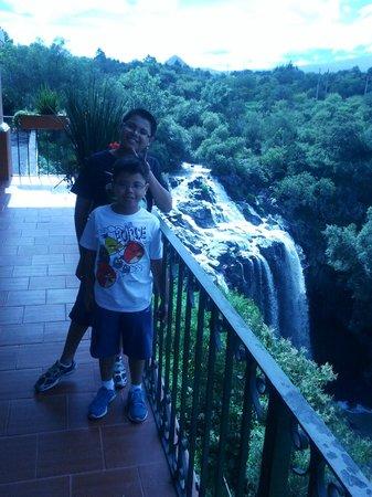Mision Tlaxcala: Vista de la cascada desde el restaurant