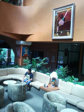 Mision Tlaxcala: Lobby