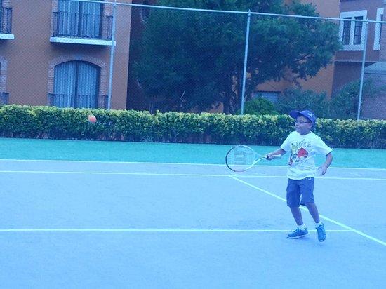 Mision Tlaxcala: cancha de tenis