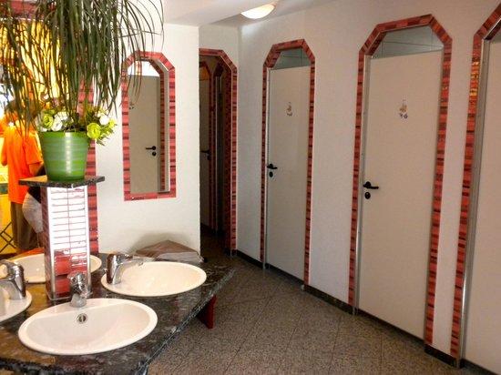 Kleinenzhof: Campsite Bathroom