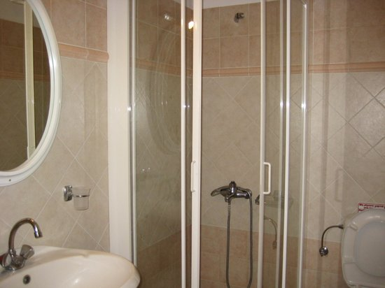 Horizon Apartments: bathtube