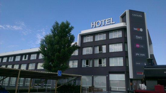 Bed4U Castejón : Fachada del hotel