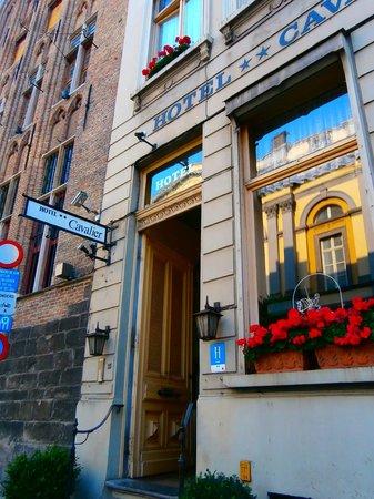 Hotel Cavalier: entrata hotel su kuiperstraat