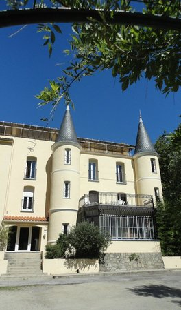 Appart'hotel Castel Emeraude: The hotel and those turrets