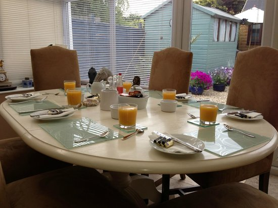SW Bed & Breakfast: Breakfast in the Conservatory