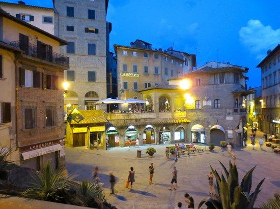 La Loggetta - La Locanda nel Loggiato: View of restaurant from steps of Town Hall