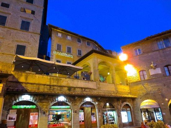 La Loggetta - La Locanda nel Loggiato: View of restaurant from street