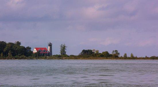 Charity Island Dinner Cruise: Approaching Charity Island