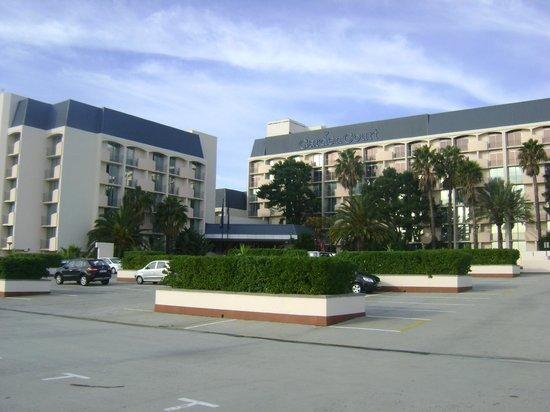 Garden Court Nelson Mandela Boulevard: entrada del hotel