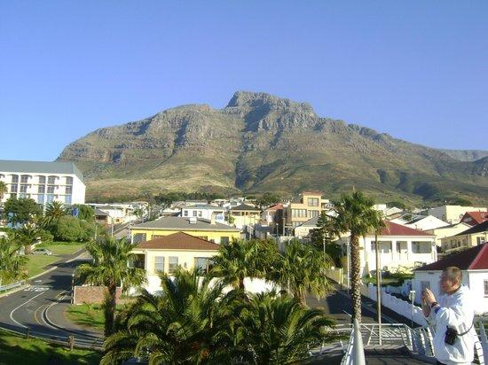 Garden Court Nelson Mandela Boulevard: vista de la habitación a la montaña