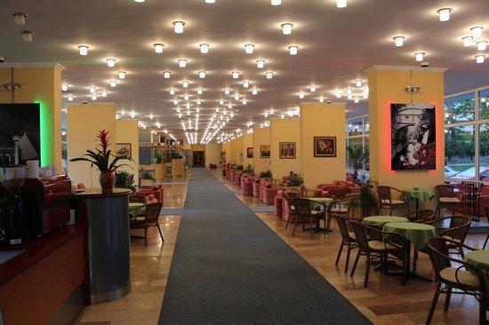 Hotel Annabella: Фойе