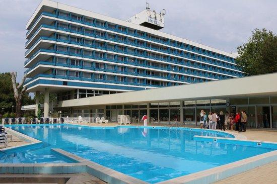 Hotel Annabella: Отель и его бассейн