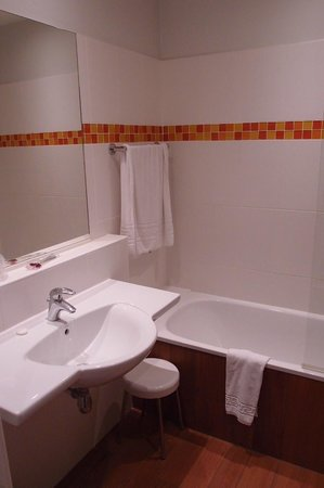 Kyriad Tours Centre: Ванная комната