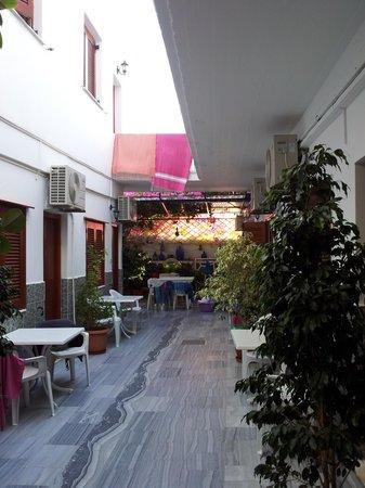 Hotel Eleftheria Parikia: patio