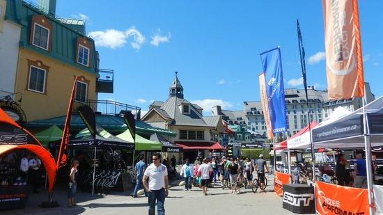 Mont Tremblant Activity Centre: Base con paseos y comercios