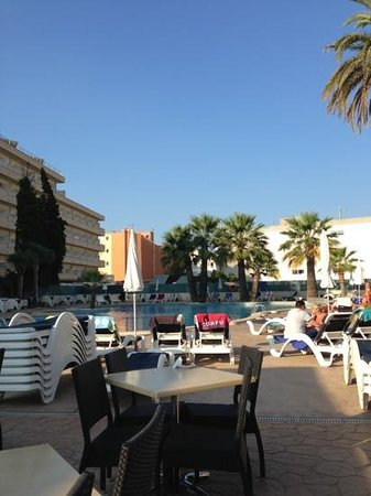 Viva Rey Don Jaime Hotel: pool area in the morning