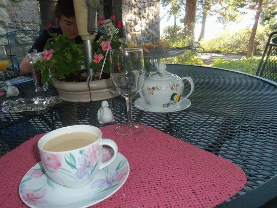 Chaney House: Tea and wonderful coffee service