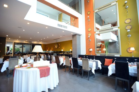 Lulu Restaurant : View of the whole restaurant