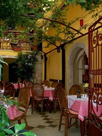 Veneto-Ristorante Italiano: Outdoor seating