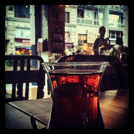 The House Cafe Tesvikiye : Turkish Tea (Cay)