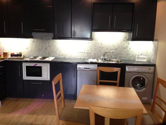Molesworth Court Suites: Kitchen/dining area