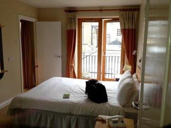 Molesworth Court Suites: Bedroom 1