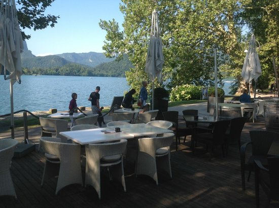 Vila Preseren: Lake view fro our table.