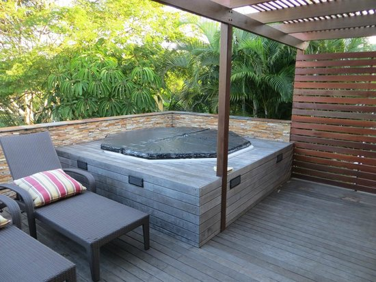 Goble Palms Guest Lodge & Urban Retreat: Jaccuzzi area luxury suites (room 19-20)