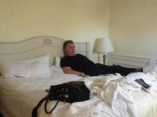 Cove Motel: bedroom
