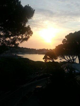 Hotel GHT S'Agaro Mar Hotel: vista del amanecer desde la habitacion