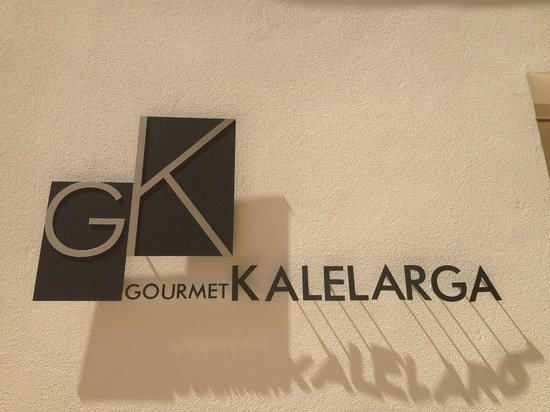 Art Hotel Kalelarga : Sign right off the main square.