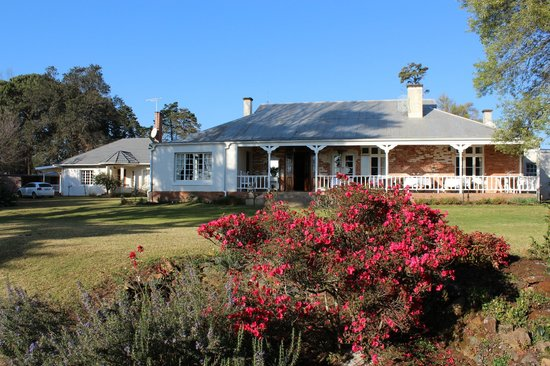 Lastingham Guest Lodge : Main house at Lastingham, early morning...