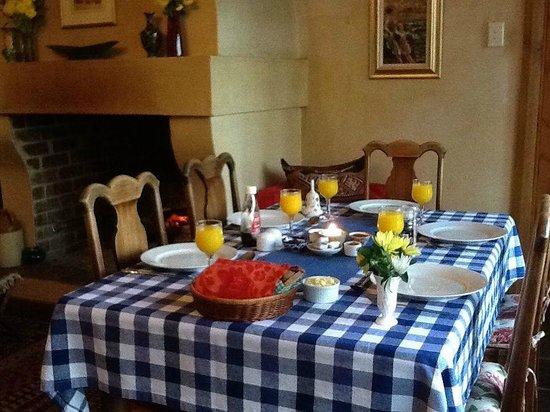 10 Alexander: Breakfast Table