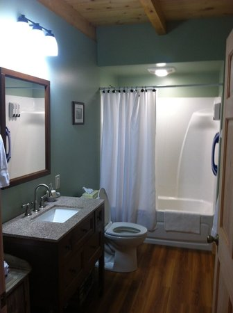 Robert Frost Mountain Cabins: Bathroom