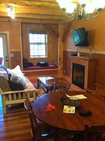 Robert Frost Mountain Cabins: living room