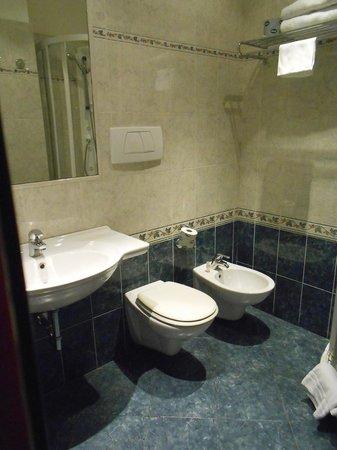 Raffaello Hotel : salle de bains