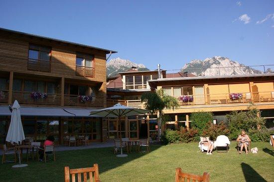 Hotel Monte Sella: tuin en deel hotel