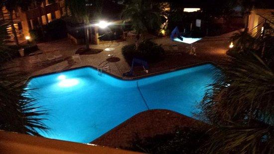 Quality Inn at International Drive: pool after Dark