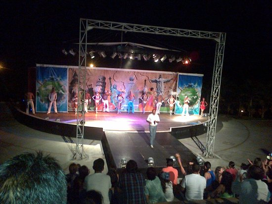 Royal Decameron Mompiche: shows
