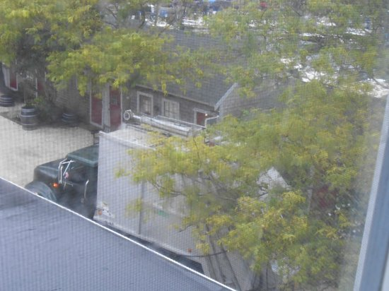 The Cottages at The Boat Basin: 7: am garbage pickup right outside window above bar