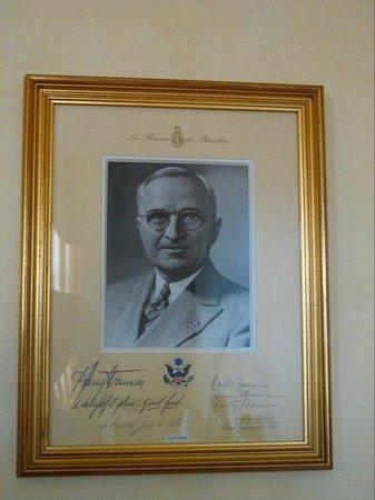 La Réserve de Beaulieu & Spa : No nosso quarto havia a foto de um hóspede antigo: Presidente Truman - achámos a ideia giríssima