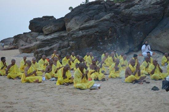 God's Own Country Resorts : Присутствовали на буддистских  церемониях