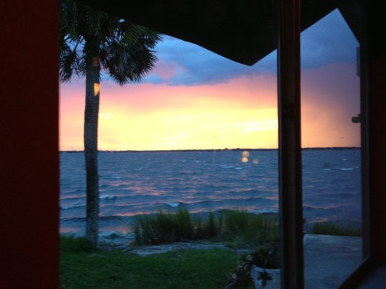 Cafe Coconut Cove: Sunset taken from our table - wow!